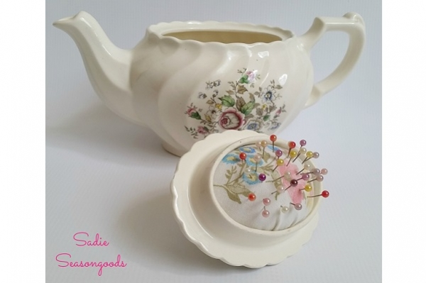 Tutorial: Pincushion in a teapot