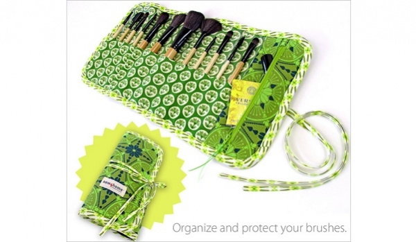 Tutorial: Make-up brush roll with a small zippered pocket