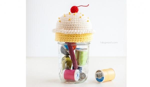 Tutorial: Crochet cupcake sewing kit and pincushion