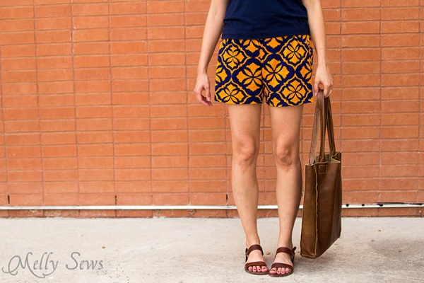 Free pattern: Women's graphic print shorts