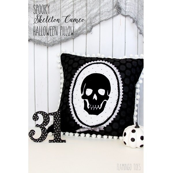 Tutorial: Spooky skeleton cameo pillow