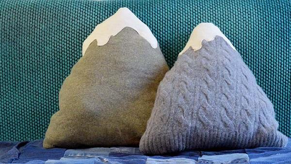 Tutorial: Upcyled sweater mountain pillows