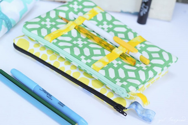 Tutorial: Zippered pencil pouch with a spot to clip your pen