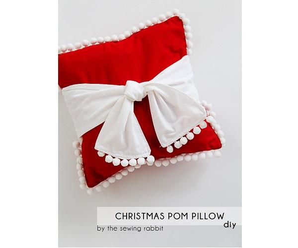 Tutorial: Pom pom sash Christmas pillow