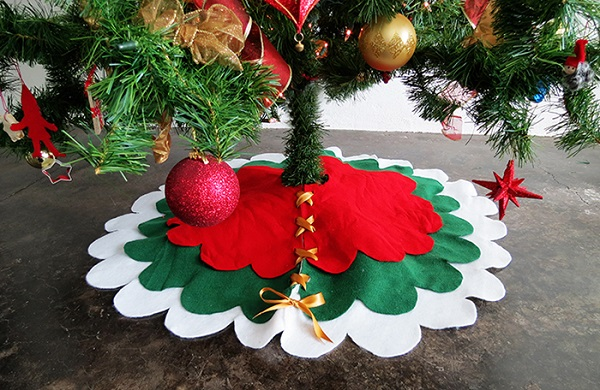 Tutorial: No-sew scalloped tree skirt