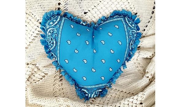 Tutorial: No-sew bandana heart pillow