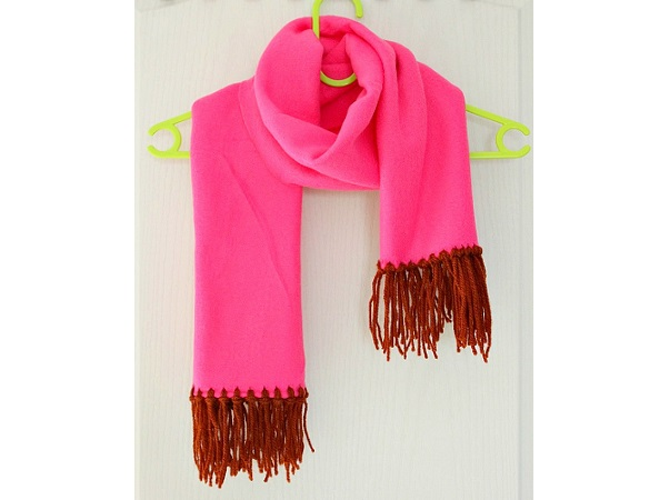 Tutorial: No-sew fringed fleece scarf