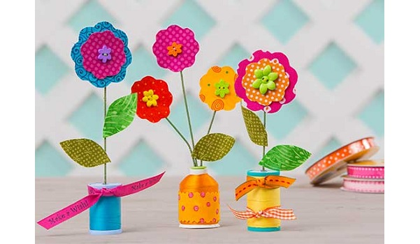 Tutorial: Thread spool flowers to pretty up your sewing space