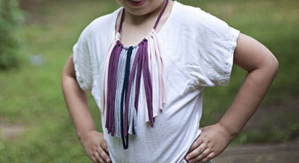 Tutorial: Boho fringe necklace from knit scraps or old t-shirts