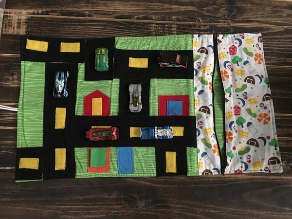 Tutorial: Roll-up car play mat with a storage pouch
