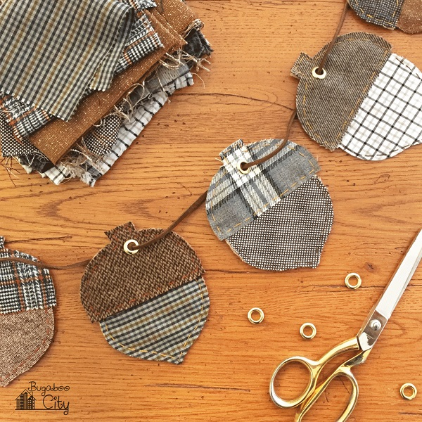 Free pattern: Autumn acorn banner