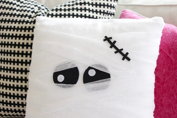 Tutorial: No-sew mummy pillow
