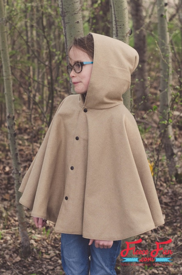Free pattern: Girls fall circle cape