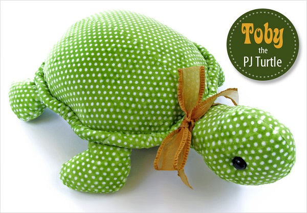 Free pattern: Toby the Turtle softie with hidden pajama pocket