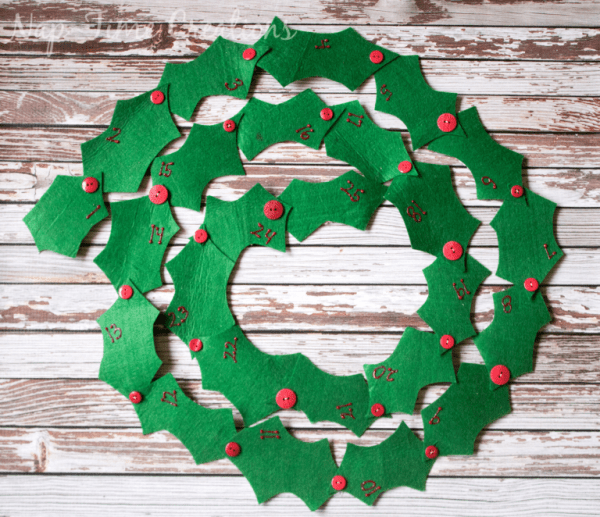 Tutorial: Felt holly garland Advent calendar