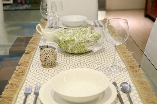 Tutorial: 1 hour fringed table runner