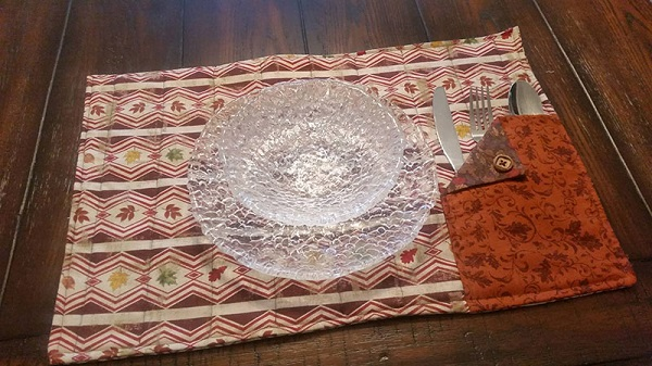 Tutorial: Sew a placemat with a flatware pocket
