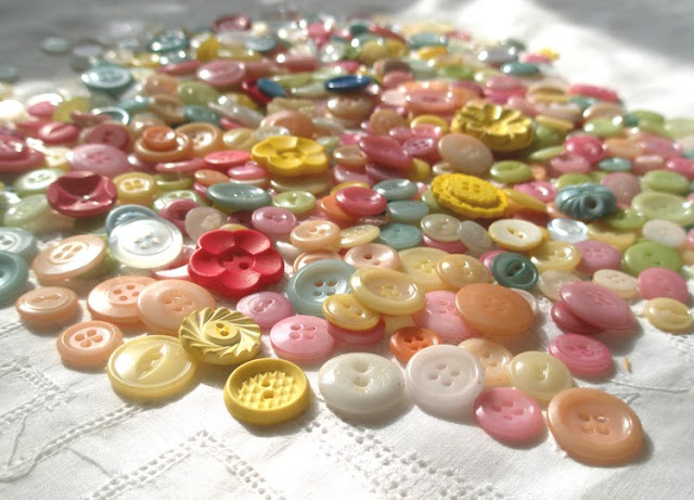 Tutorial: Dye buttons with fabric dye