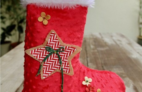 "Free pattern: ""No Hang"" Christmas stocking that stands up on its own"