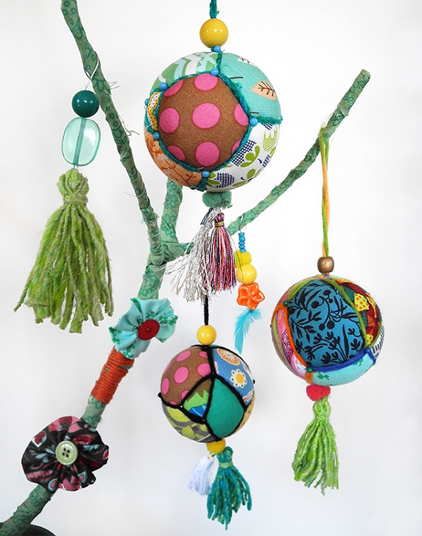 Tutorial: Scrap fabric Christmas baubles