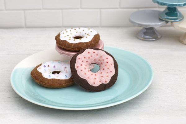Tutorial Sew a felt donut