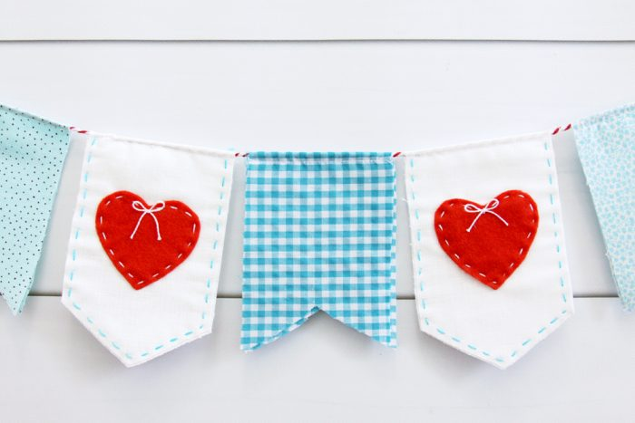 Free pattern: Stitched heart pennant banner