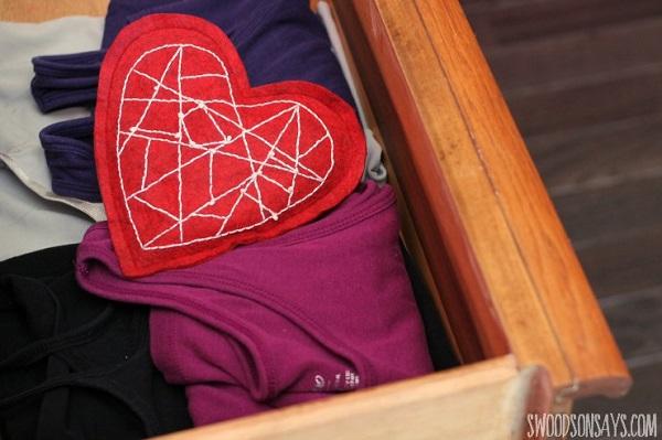 Free pattern: Modern embroidered heart sachet