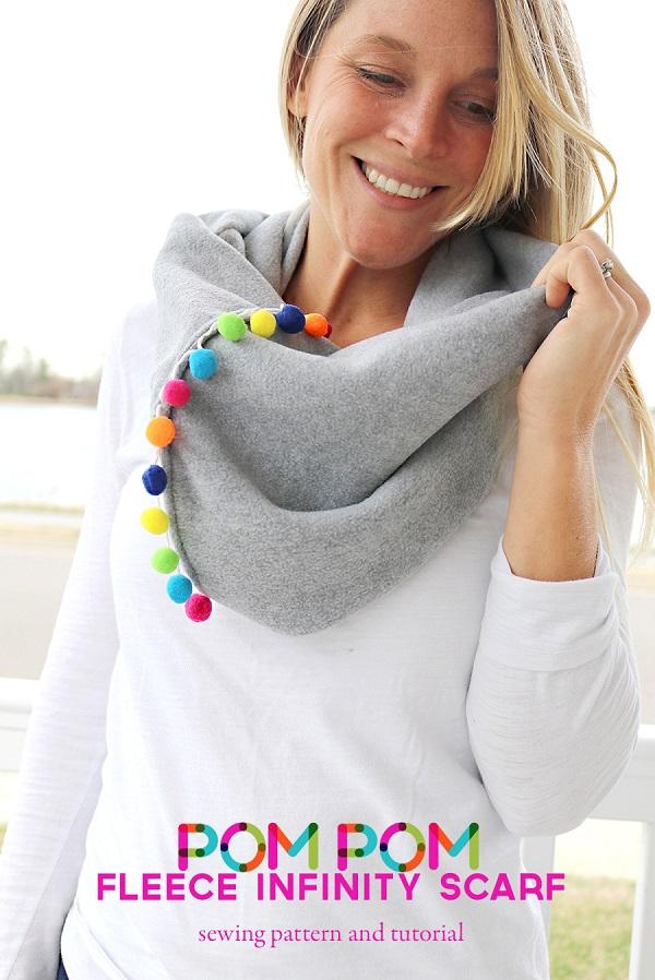 Tutorial: Pom pom and fleece infinity scarf