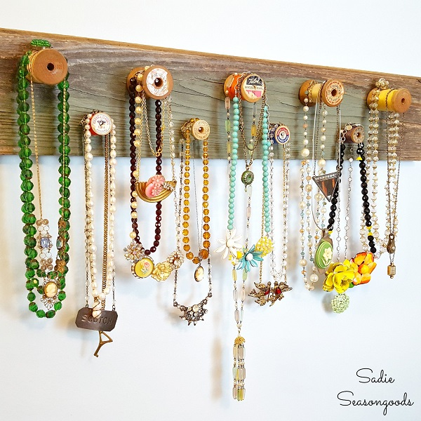 Tutorial: Vintage thread spool necklace rack