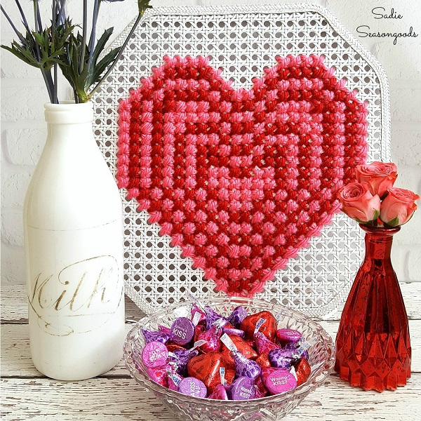 Tutorial: Oversized cross stitch heart on a cane webbing panel