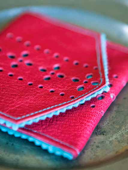 Tutorial: Punched leather & felt coin purse