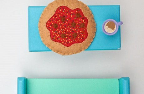 Tutorial and pattern: Miniature felt pizza for dolls