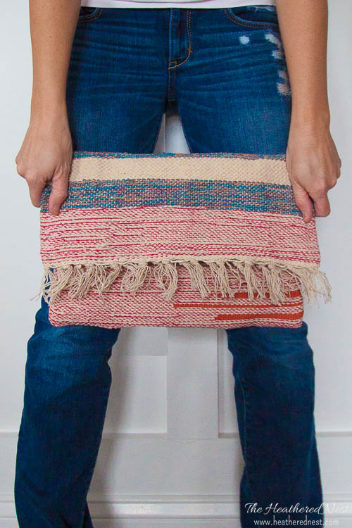 Tutorial: Woven clutch with tassels from a discount rug