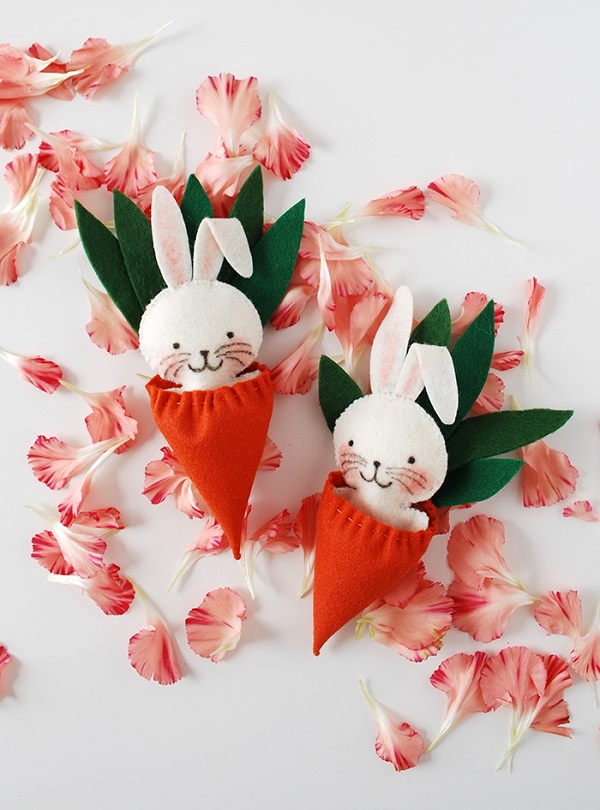 Tutorial and pattern: Felt bunny in a carrot sleeping bag