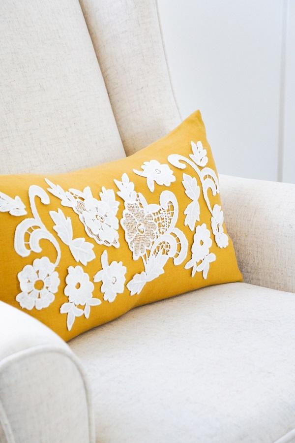 Tutorial: Lace applique throw pillow