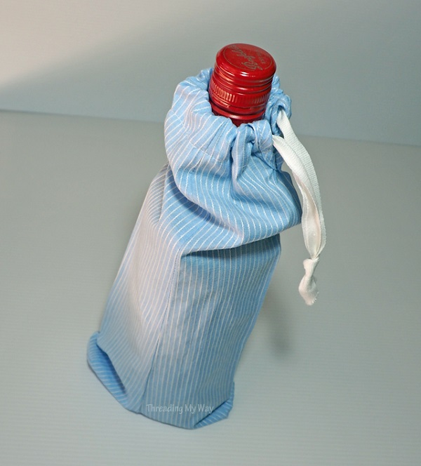 Tutorial: Easy drawstring wine bag from a shirt sleeve – Sewing