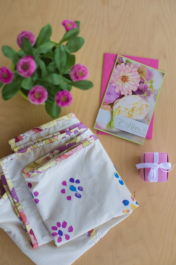 Tutorial: Mother's Day fingerprint table runner