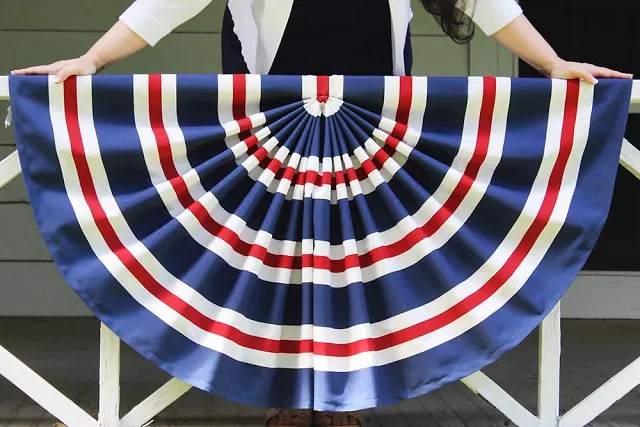 Tutorial: Patriotic pleated flag bunting