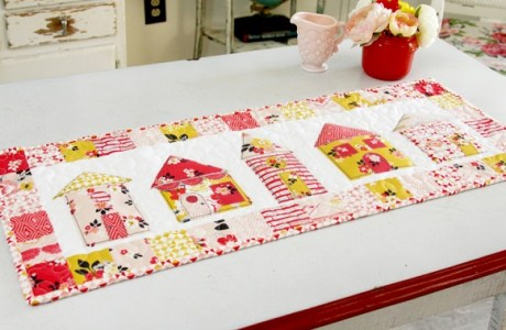 Tutorial and pattern: Sweet little houses patchwork table runner