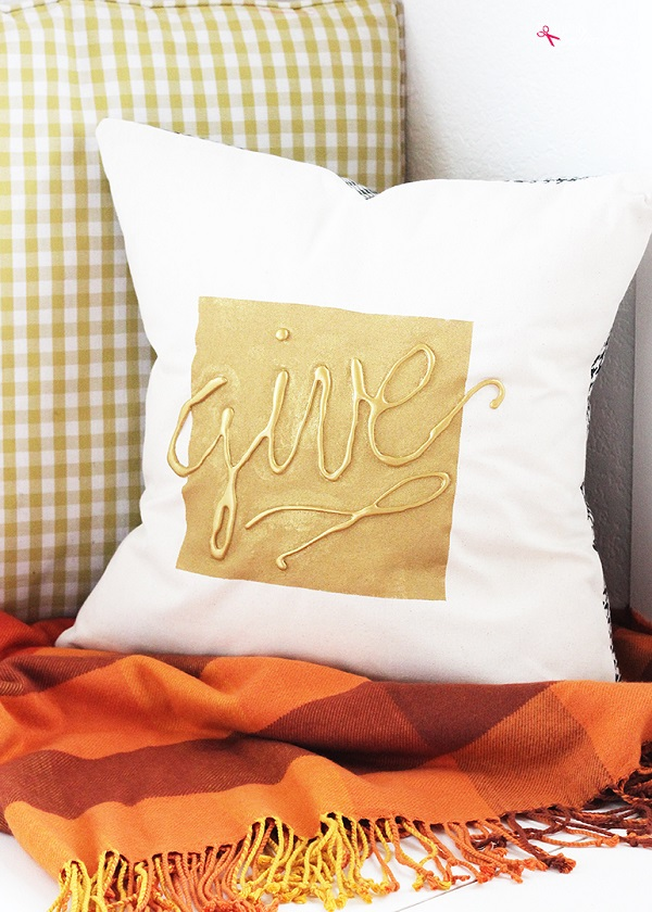 Tutorial: Autumn throw pillow with hot glue embellishment