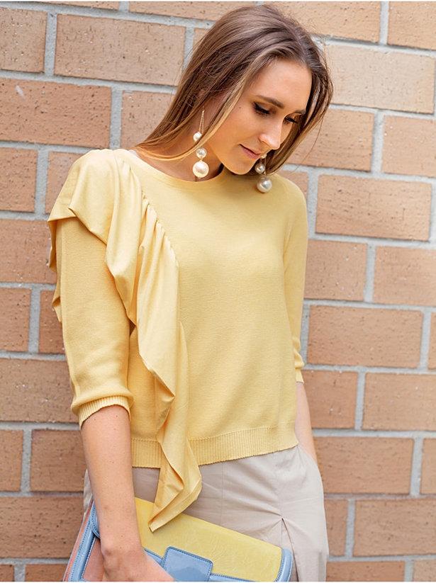 Tutorial Add an asymmetrical ruffle to a blouse