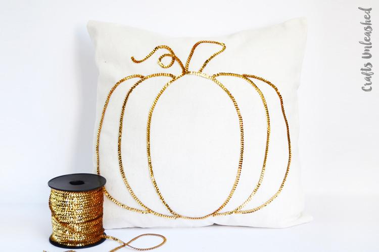Tutorial: Sequin trim sparkly pumpkin pillow