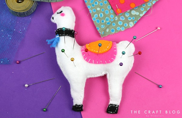 Tutorial and pattern: Llama pincushion or Christmas ornament