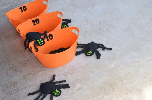 Tutorial and pattern: Halloween spider bean bags