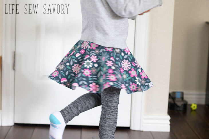 Tutorial and pattern: Little girls skirt with leggings