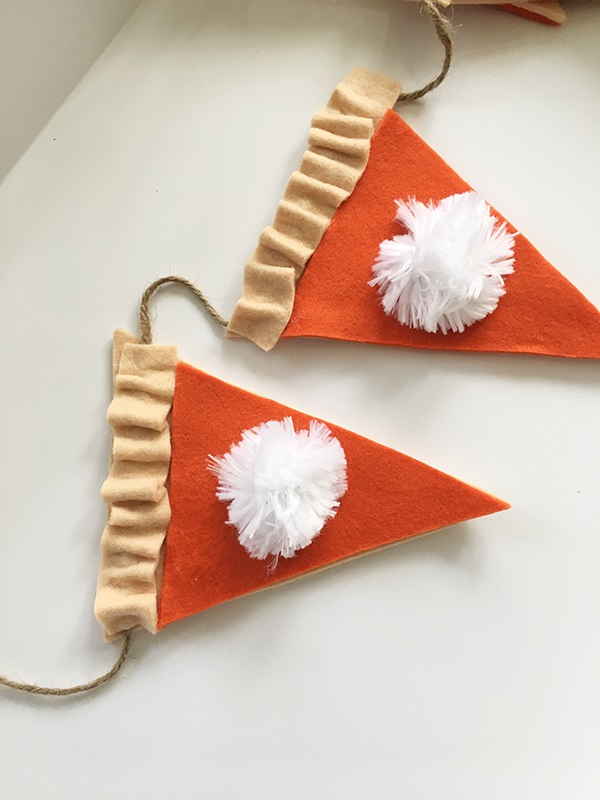 Tutorial: No-sew pumpkin pie garland