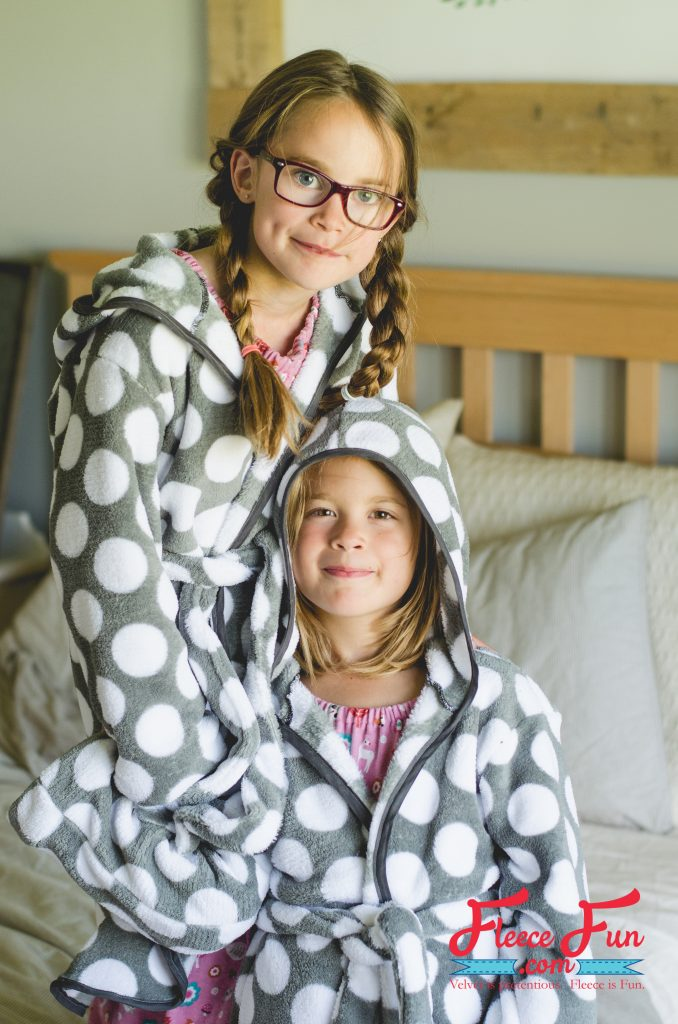 Tutorial and pattern: Kids cozy fleece robe