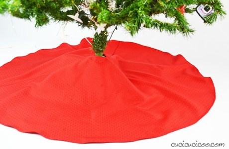 Tutorial and pattern: Christmas tree skirt made from a tablecloth
