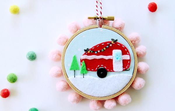 Tutorial and pattern: Felt camper mini hoop Christmas ornament