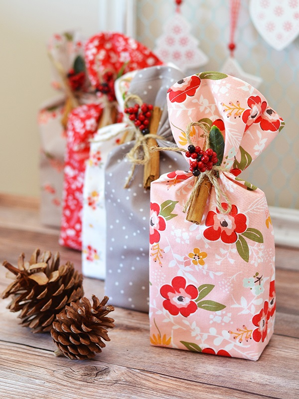 Tutorial: 5-minute fabric cookie gift bags, plus a recipe